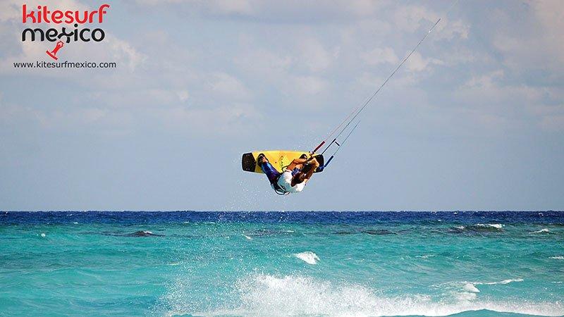 Kiteboarding-punta-venado-playa-del-carmen-jump