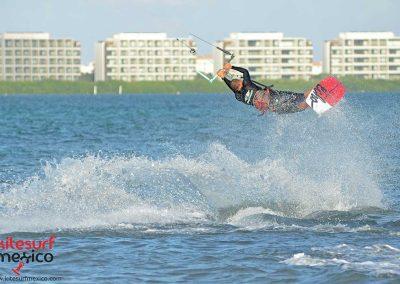 kiteboarding-jump-cancun
